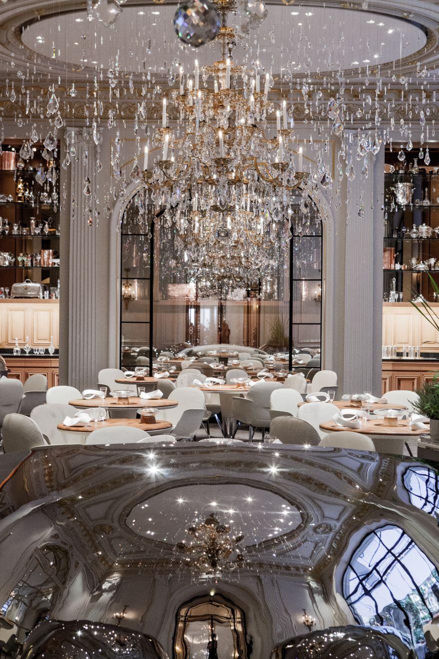 chandelier Hotel Plaza Athenee - Restaurant | NEO-CLASSICAL STYLE ...