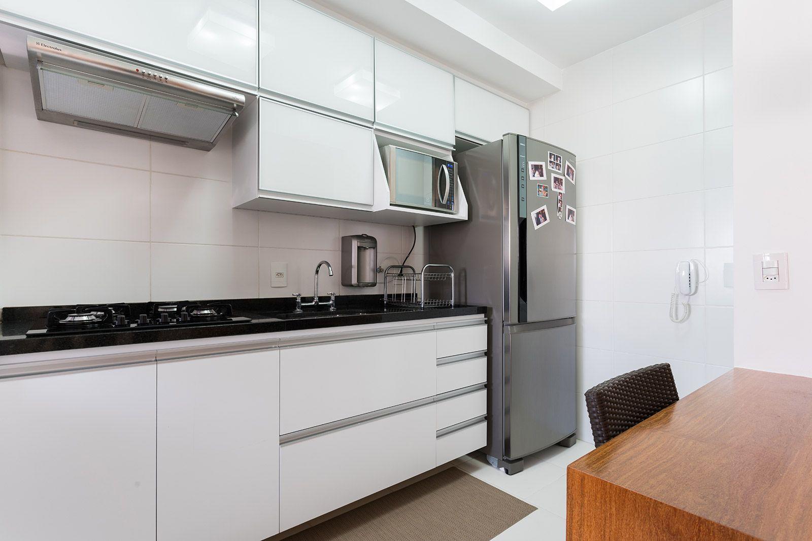 Cozinha Em Formica Branca Texturizada Com Puxador Tipo Cava De