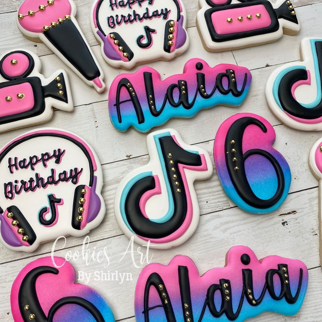 31 Likes 1 Comments Shirlyn Leong Cookiesartbyshirlyn On Instagram Happy Birthday Alaia Tiktok Tiktokcoo Kids Birthday Party Cookie Designs Birthday