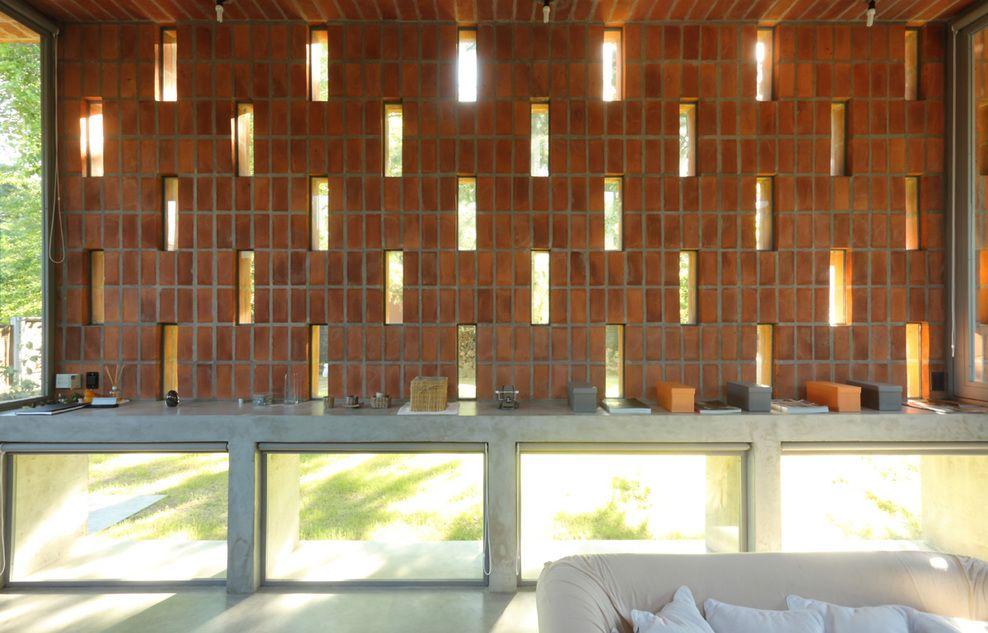 Muro de ladrillo vacios de luz ladrillo visto - Muros de ladrillo visto ...