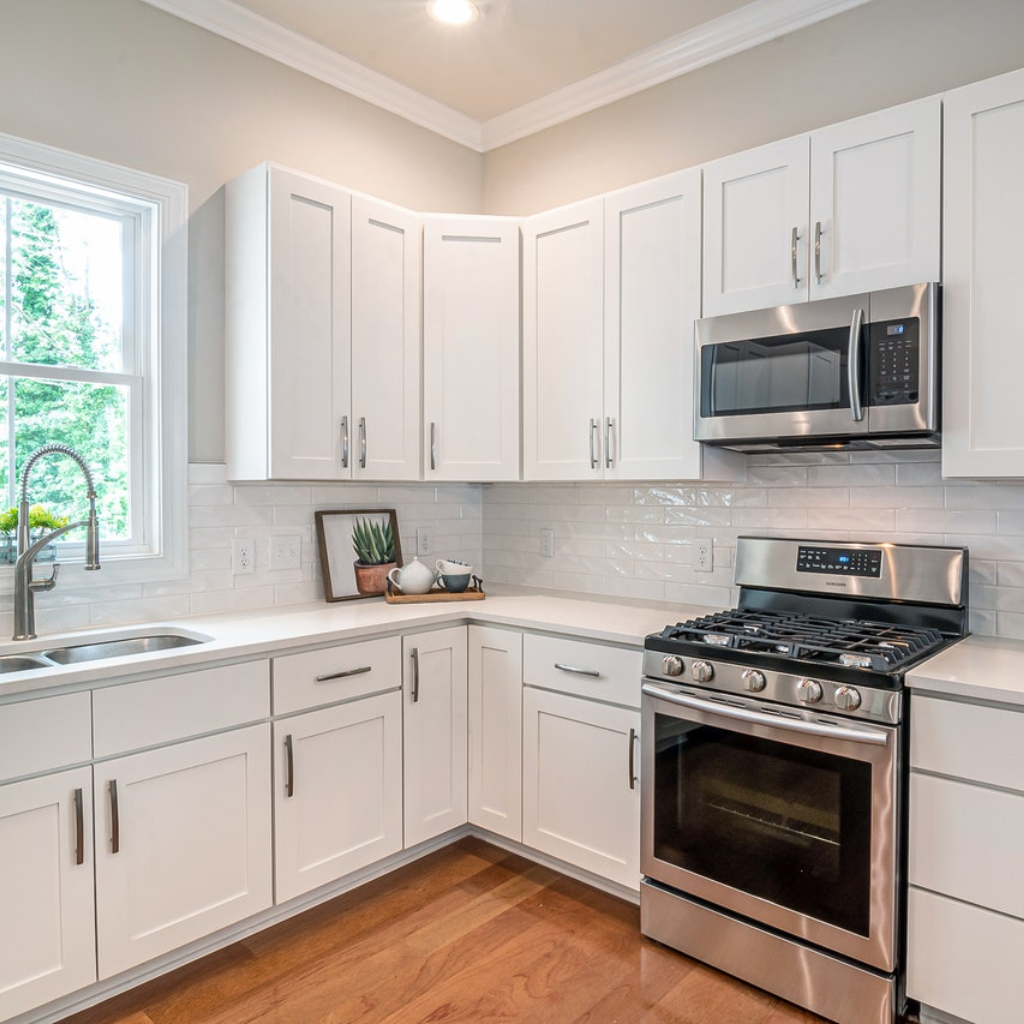 White Shaker Cabinets Discount Trendy In Queens Ny In 2020 Kitchen Cabinet Makers Wooden Kitchen Cabinets Kitchen Cabinets