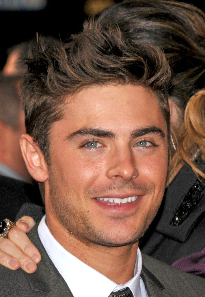 Zac Efron Photos Photos Zac Efron And Michelle Pfeiffer At The New Year S Eve Premiere Hombres