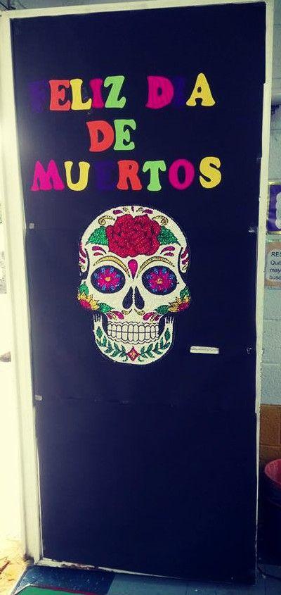 Puerta decorada del mes de noviembre puerta de d a de for Decoracion de puertas de dia de muertos