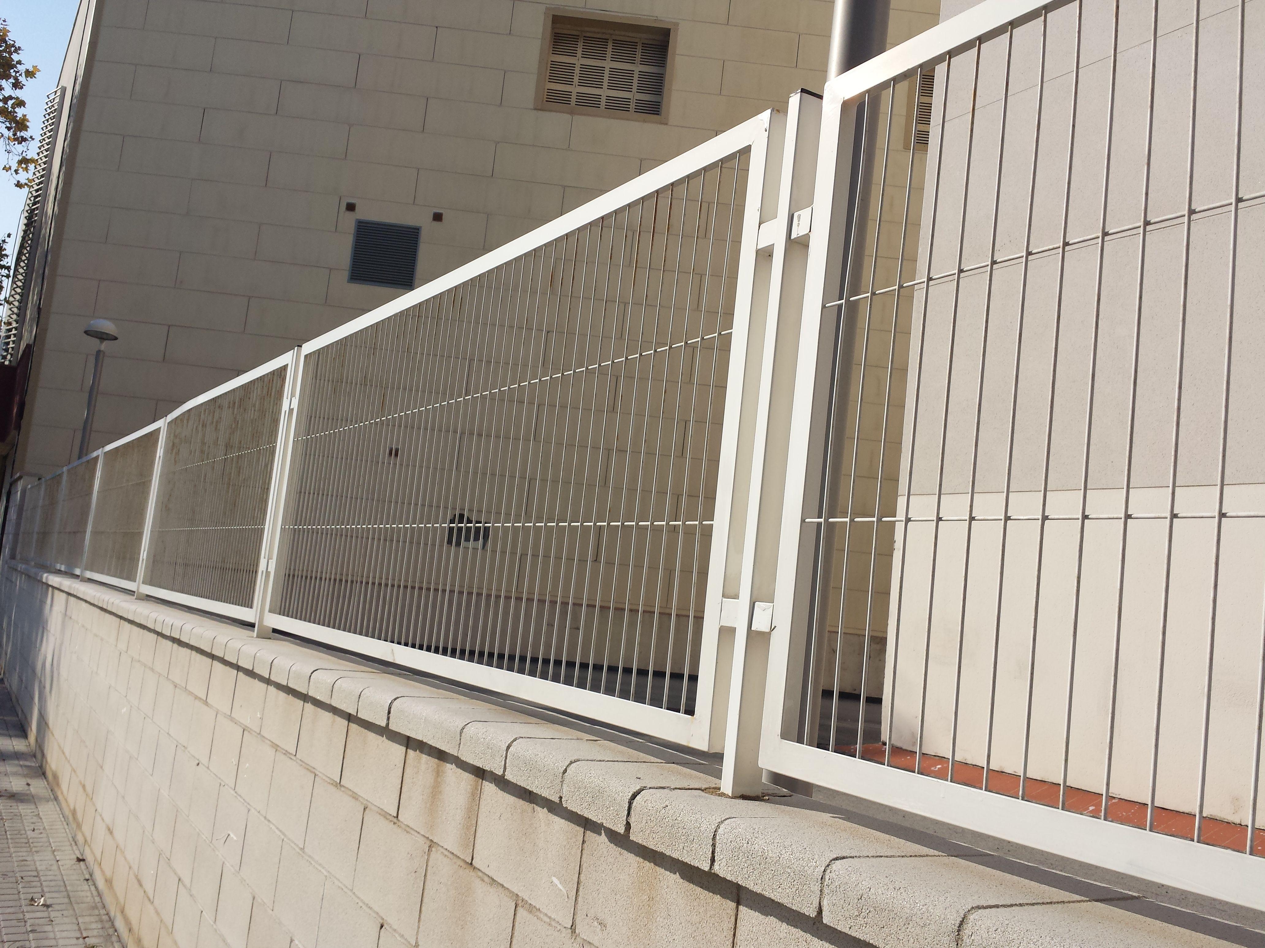 Verja enmarcada de mallazo electrosoldado varillas electrosoldadas con marco verjas pinterest - Vallas de acero inoxidable ...