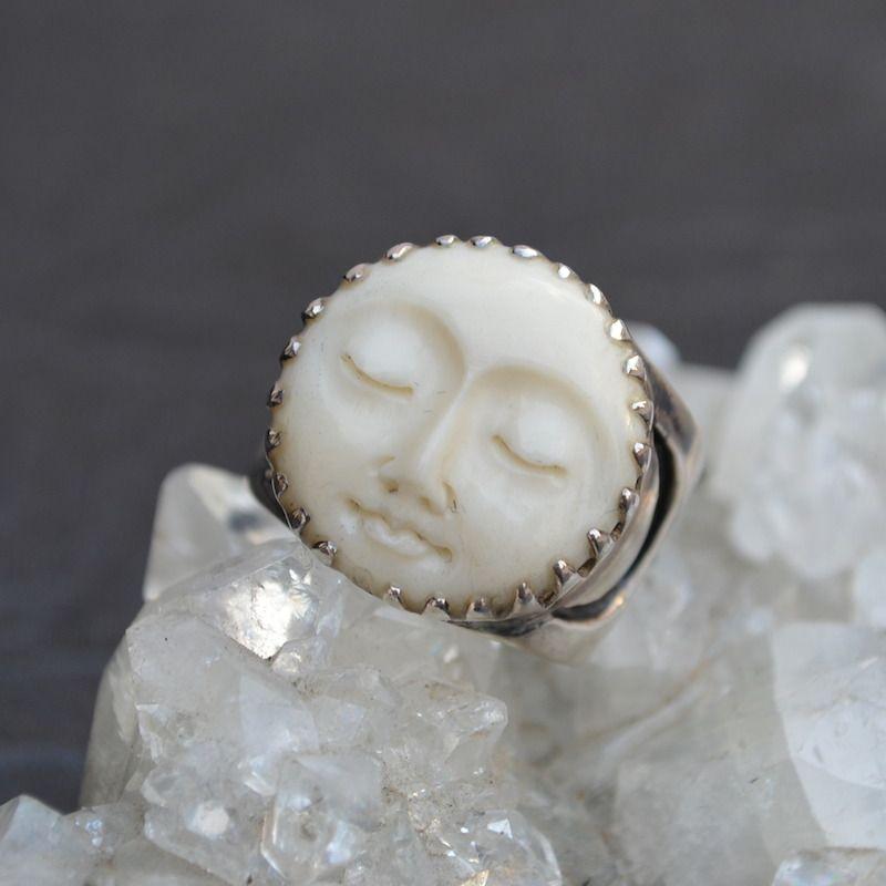 collier lune visage
