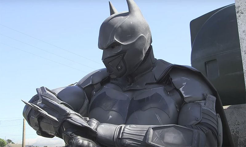 This Real Life Batman Suit Has 23 Functioning Gadgets Realista