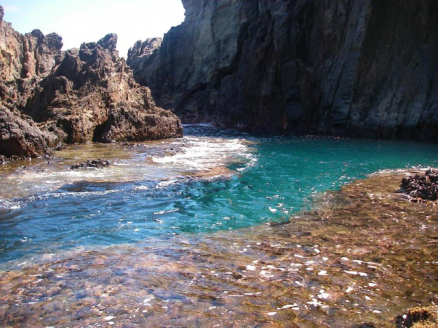 Mokuluas Swimming Hawaii Life Aloha Travel Oahu Secret Spots