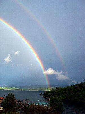雨上がり虹がかかった