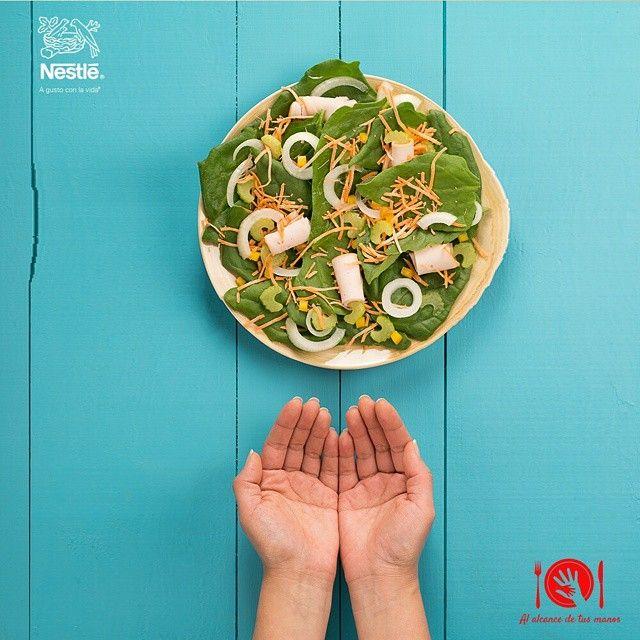 ¡Una ensalada colorida es una ensalada nutritiva! A la hora de armar tu plato la ensalada debe ser del tamaño de dos puñados. #Nutricion #Alalcancedetusmanos #NutriNestle
