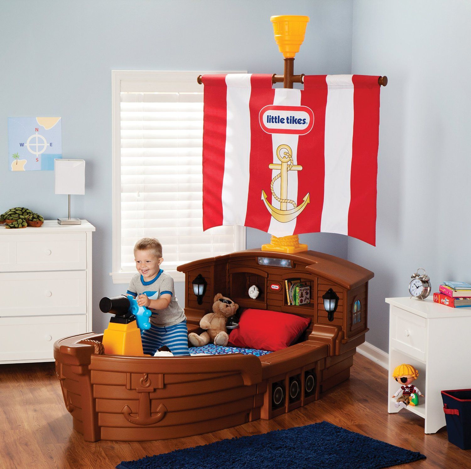 Super Cool Beds super cool pirate ship bed for the kids room. #kidsroom #kidsbed