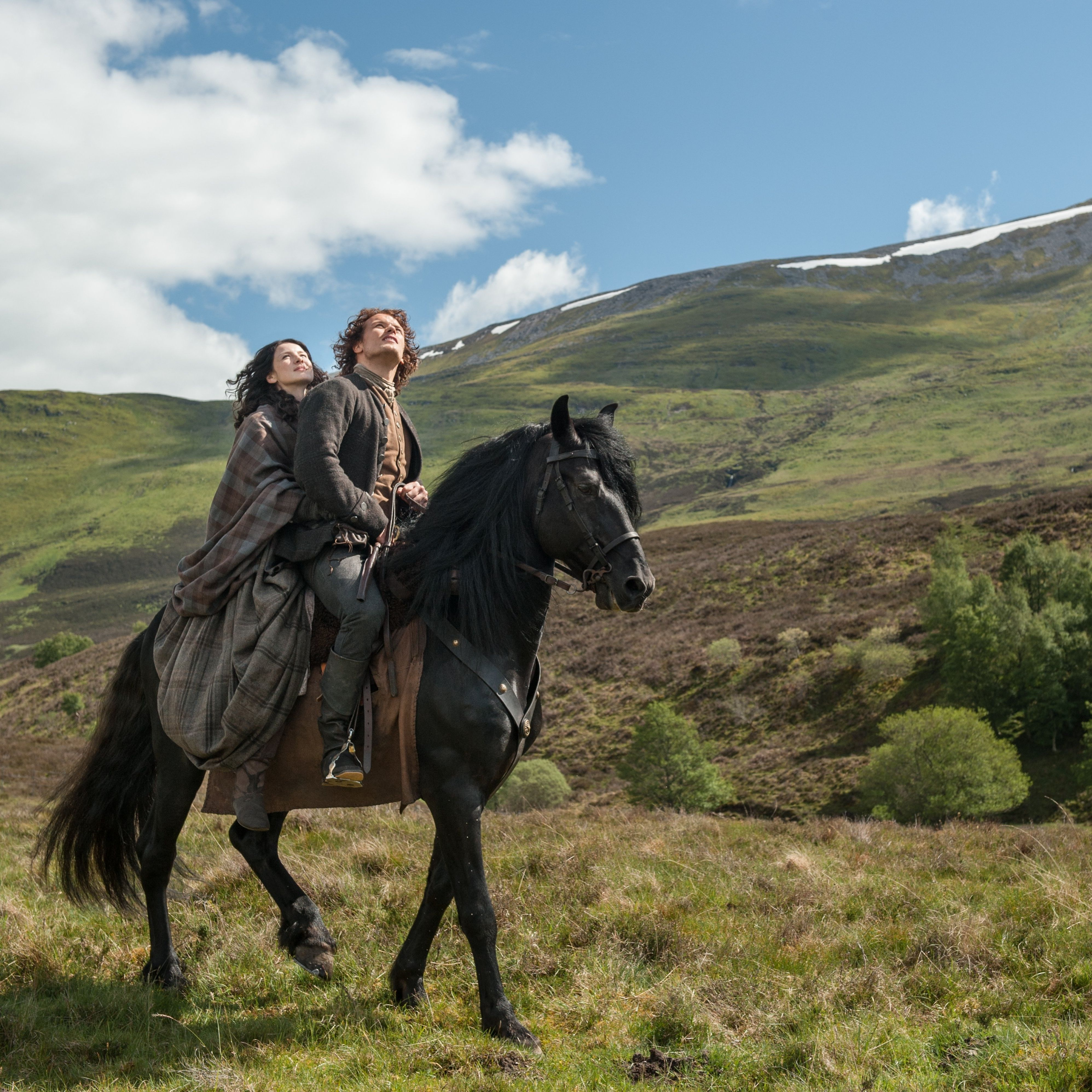 Jamie (Sam Heughan) and Claire Fraser (Caitriona Balfe) in Lallybroch from OUtlander on Starz via http://www.farfarawaysite.com/section/outlander/gallery14/gallery.htm