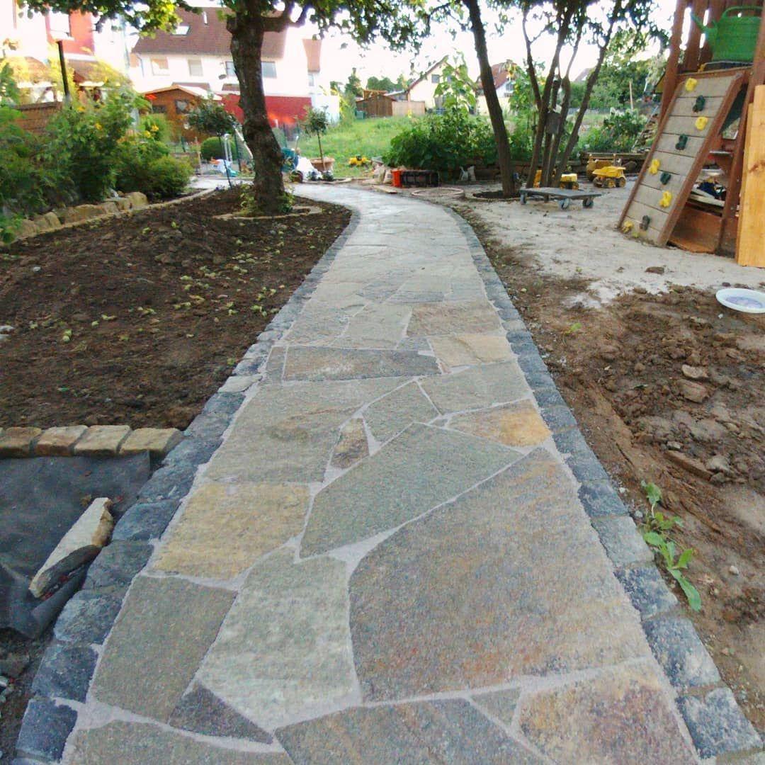 Heute Wurden Die 60m Gartenweg Mit Polygonal Platten Fertiggestellt Und Verfugt Das Ergebnis Kann Garten Design Garten Gestalten Garten Landschaftsbau