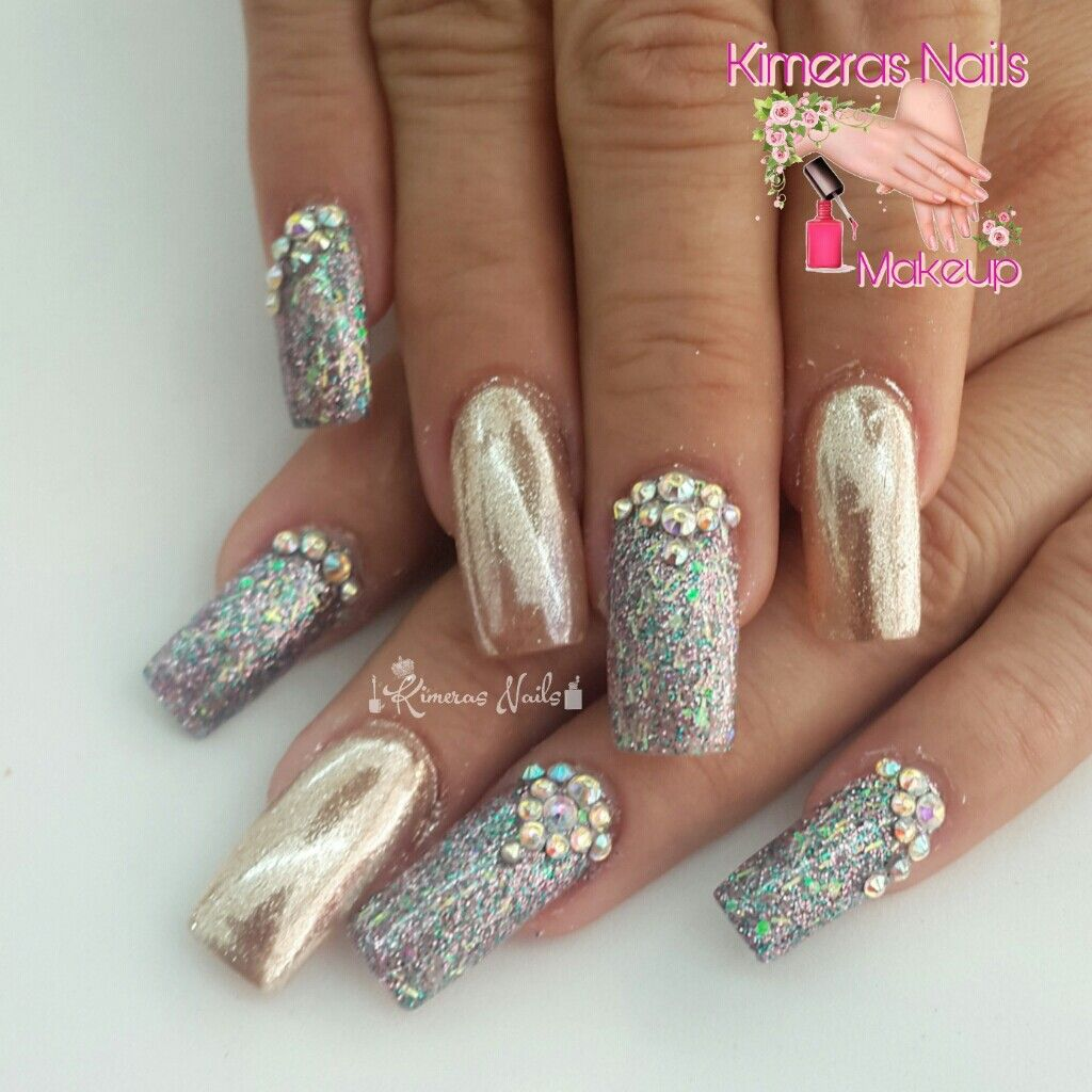 Diseño de salón 💅 👑 😍 😄 #kimerasnails #nails #uñas #acrylicnails #nude #sculturenails #prettynails #naturalnails #glitter #acrilicodecolor #naildesign #silk #AcrilicosAtacantes #ManoAlzada #3d #3dnails #christmas #2017