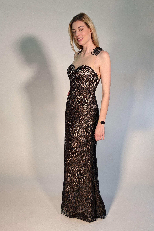 spitzenkleid mit rückentattoo schwarz   abendkleid