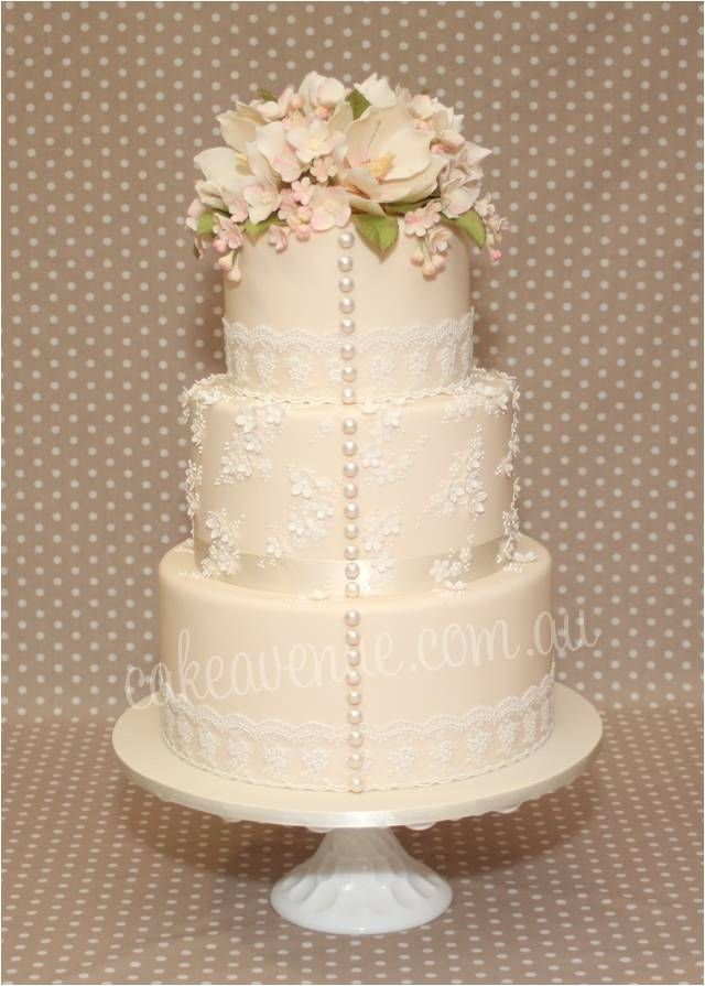 Vintage Garden Wedding Cake With Edible Pearls And Fl Lace Details Sugar Flowers Include Magnolias Hydrangea Filler Love It ᘡղbᘠ