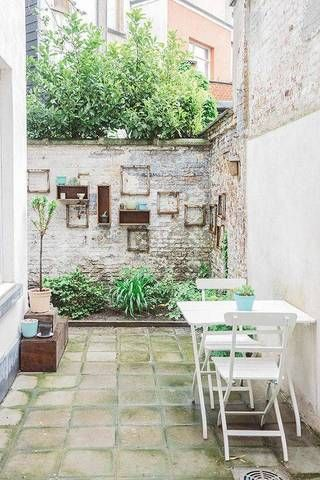 urban garden ideas exposed brick walled garden