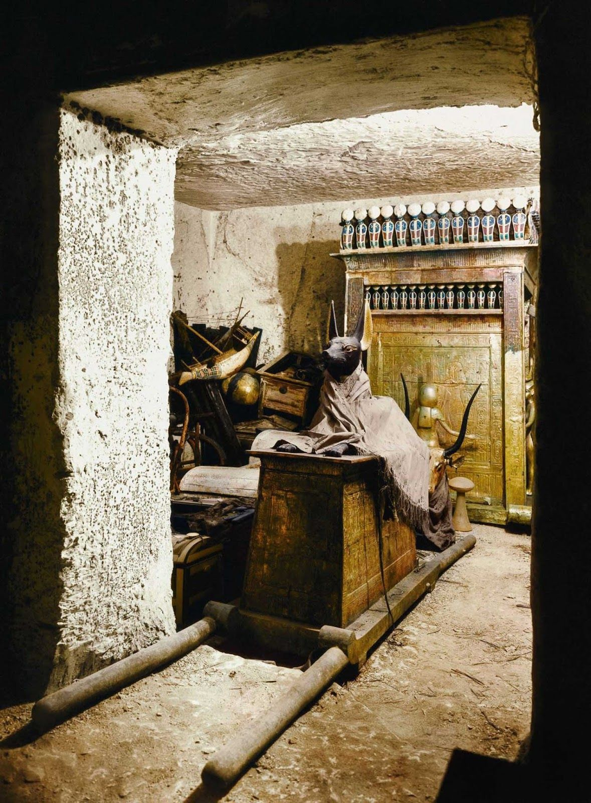 The Discovery Of Tutankhamun In Color Pictures 1922 Tutankhamun King Tut Tomb Ancient Egyptian Art