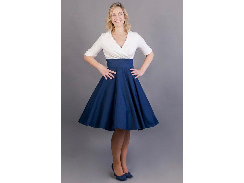 84daea7fe96 Košilové šaty Margaret s kolovou sukní šaty mají skládaný živůtek a  košilový límeček 3 4 rukáv s manžetkou a knoflíčkem (barvu knoflíčku si  můžete vybrat) ...