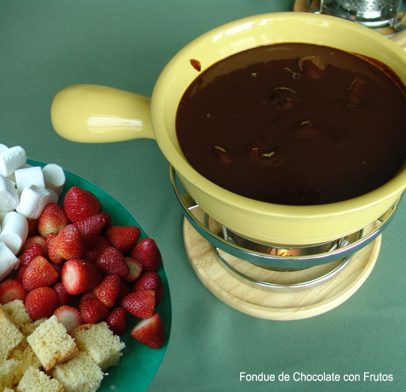 Prepara HOY esta Receta Roja y Chocolate de San Valentín:  Fondue de Chocolate con Frutos
