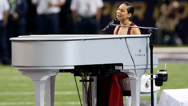 Alicia Keys Offers Classy Soulful Rendition Of National Anthem At Super Bowl Super Bowl Beyonce Halftime Show Alicia Keys