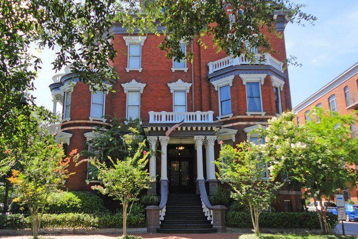 Savannah-Building (700x466, 129Kb)