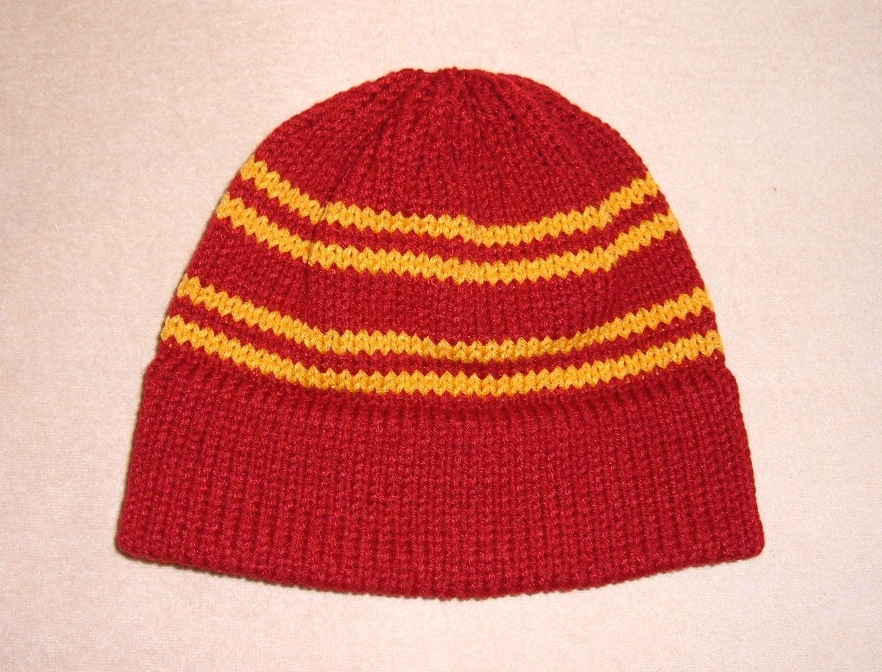 Knit Harry Potter Scarf Pattern : Easy machine knit hat. Knitting I want to do Pinterest Knit hats