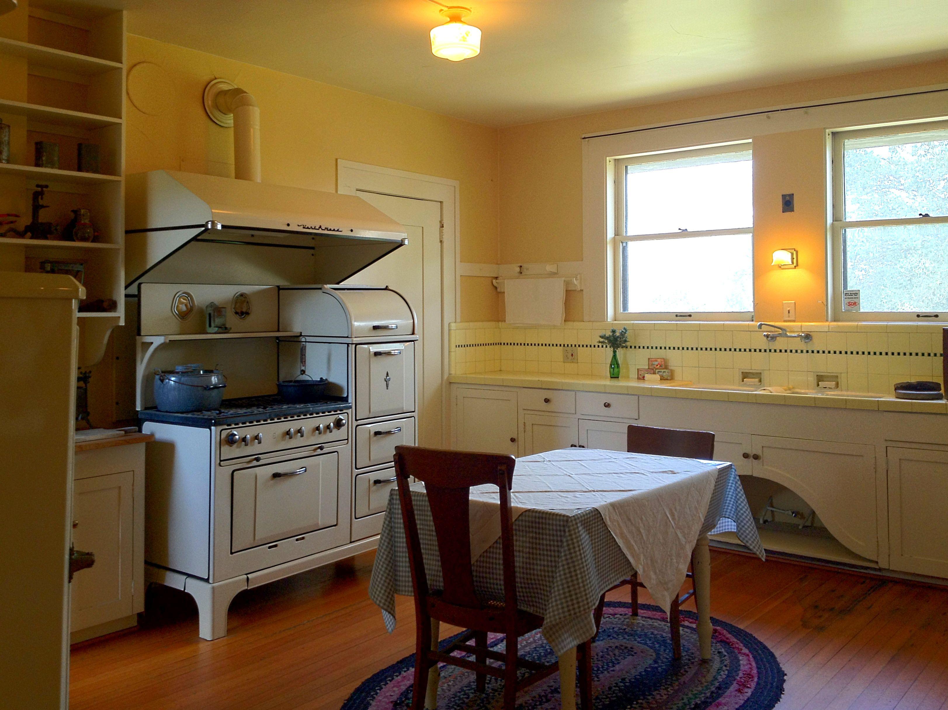San Diego S Marston House An Arts Crafts Gem Hidden In Plain Sight The Craftsman Bungalow Vintage Kitchen Craftsman Kitchen Bungalow Interiors