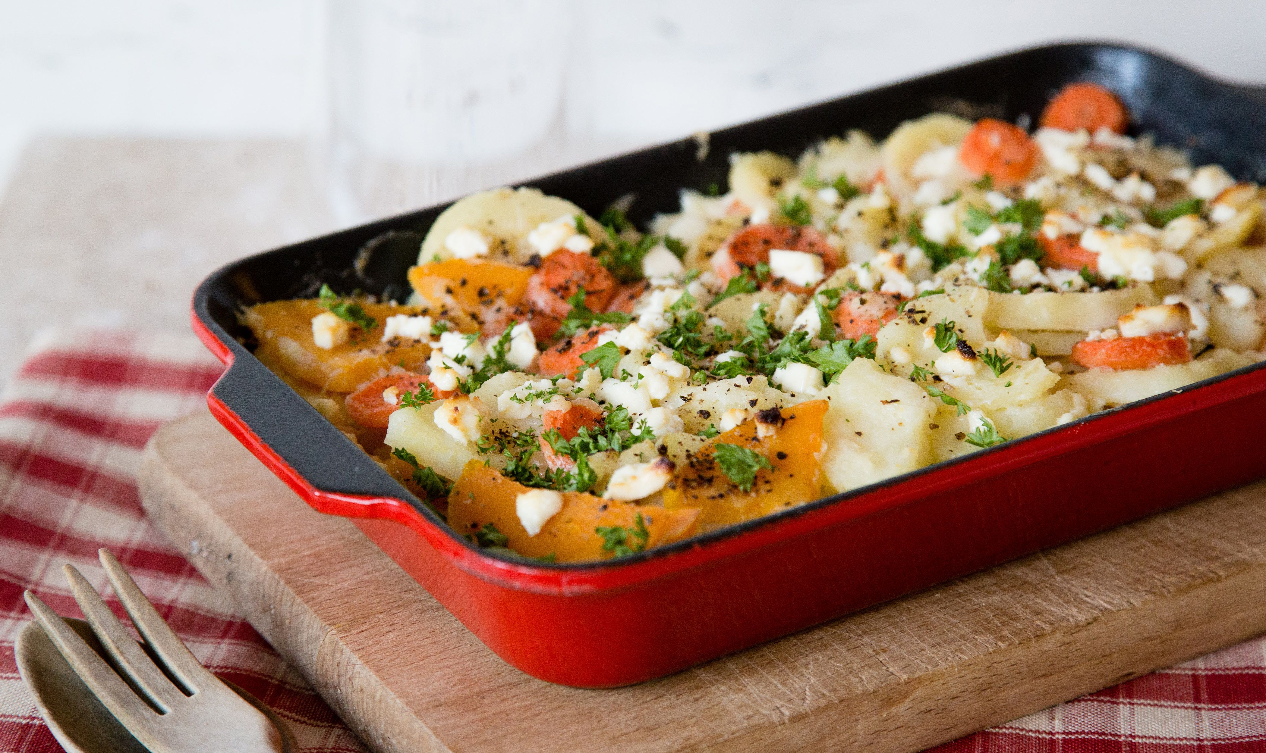 Mixed vegetable gratin with white cheese sauce