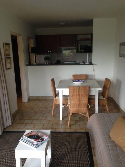 Regardez ce logement incroyable sur Airbnb  Saint-Tropez studio - plan extension maison 40m2