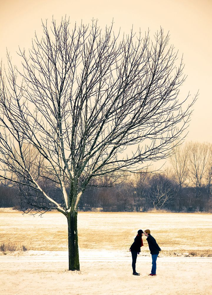 Couples Who Turned Bad Weather Into Awesome Wedding Photos