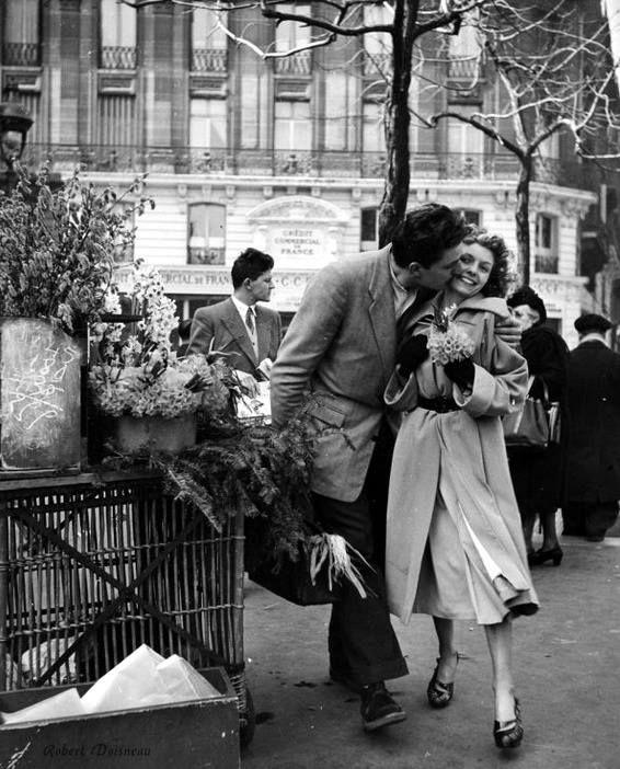 Les amoureux aux poireaux Paris 1950 Robert Doisneau