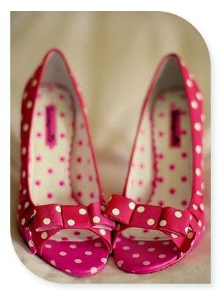 I love polka dots.  And shoes.  And pink… Oh my sweet lord, Kelli!!!