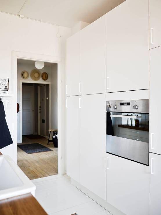 Un piso blanco y gris lleno de luz Pisos blancos, Decoracion pisos