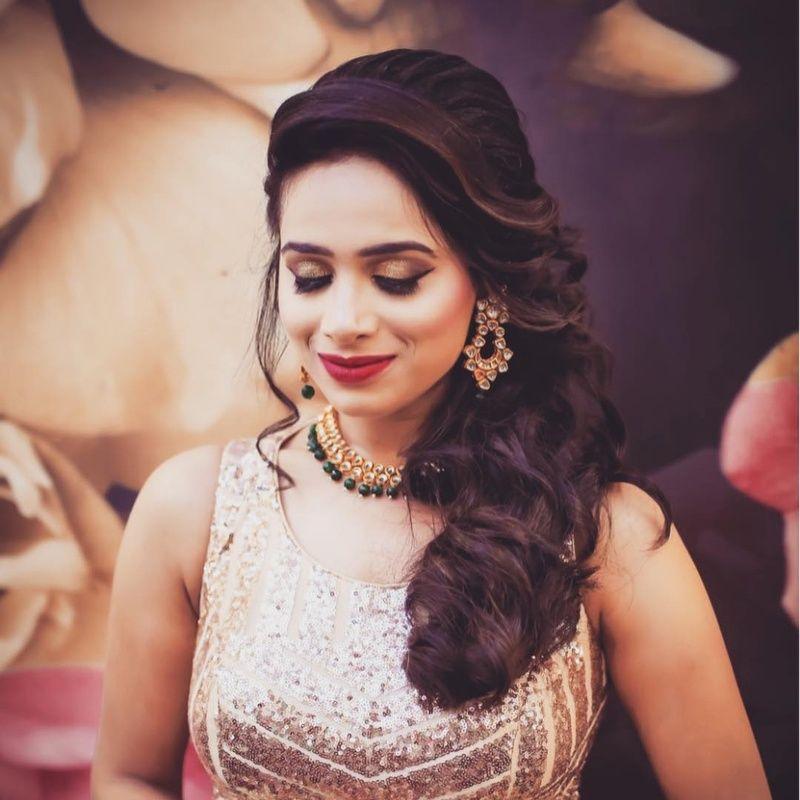 Golden bridal eye makeup to match a golden bridal dress