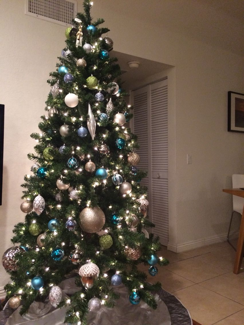 Christmas Tree With Blue Silver Gold Green And White Ornaments Christmas Tree Colour Scheme Gold Christmas Decorations Blue Christmas Tree Decorations