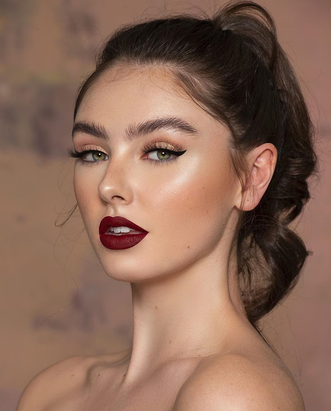 35 7k Likes 1 607 Comments Nora Bo Awadh Nb Nora1352 On Instagram حبيتوها ب اي روج Dark Flaming Fl Red Lip Makeup Bridal Makeup Looks Makeup Looks