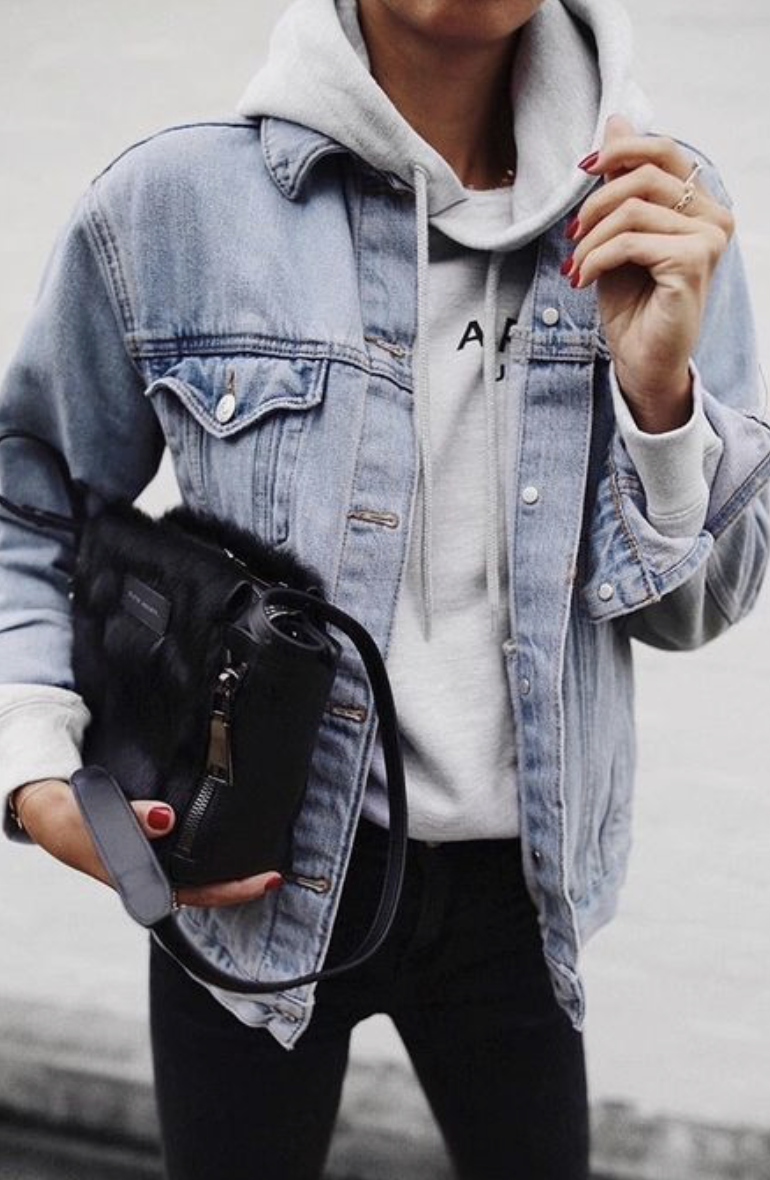 c4b40a4591 levis denim jacket outfit with a sweatshirt underneath + black crossbody  bag and black skinny jeans