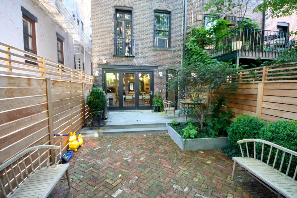 Brook landscape gardens brooklyn brownstone brick for Garden design brooklyn