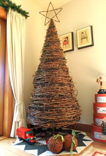 Perfect Christmas Tree Made From Grapevine!! Make Small Ones By Wrapping Grape Vine  Around A
