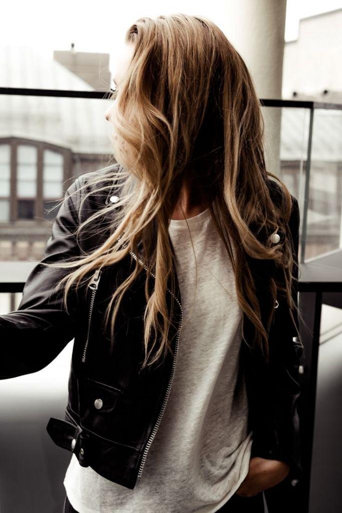 jaqueta de couro + blusa basica