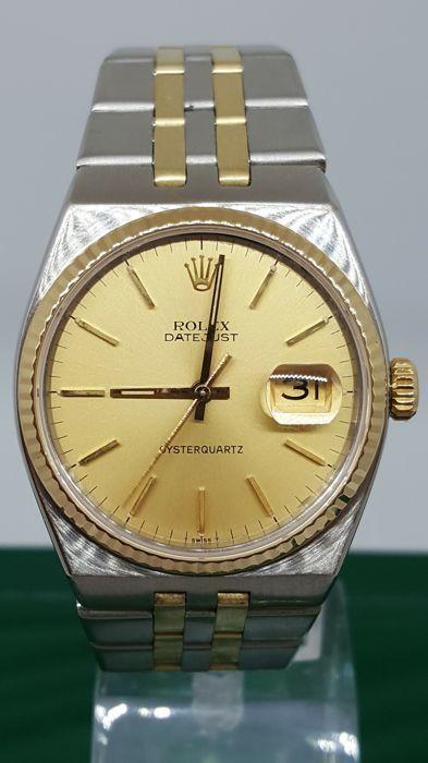 Rolex Oyster Quartz-unisex horloge - jaar 1975/76  De retailer garandeert dat het polshorloge is goed uitgevoerd en origineel in al haar delen. 1 jaar garantie vanaf de datum van aankoop.Compleet met originele doos van de Rolex horloge. Referentie nr. 17013 serial no. 5230586.Diameter van de behuizing (met uitzondering van de kroon): 35 x 42 mm.Lengte riem: circa 19 cm.De riem heeft 12 links.Saffierglas champagne dial.Gratis verzekerde verzending met tracking via Securpol groep binnen Italië…