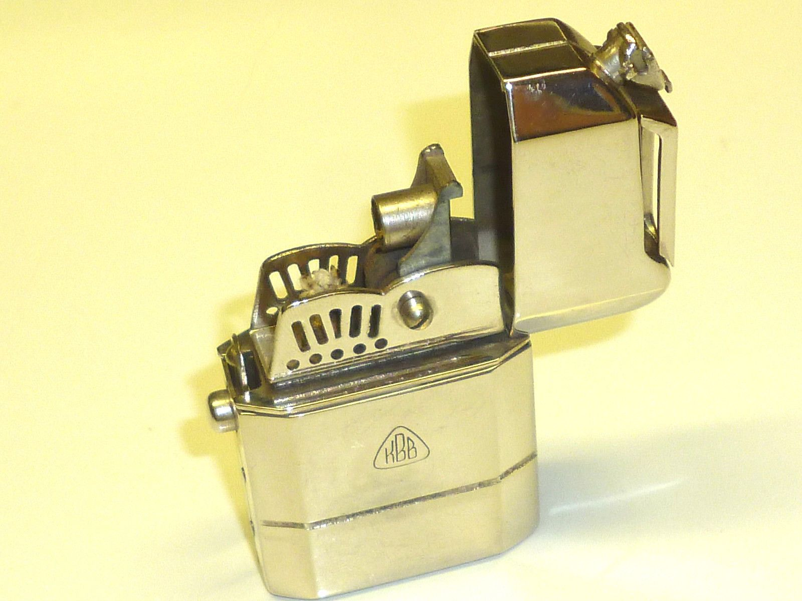 Vintage semi-automatic pocket petrol lighter \