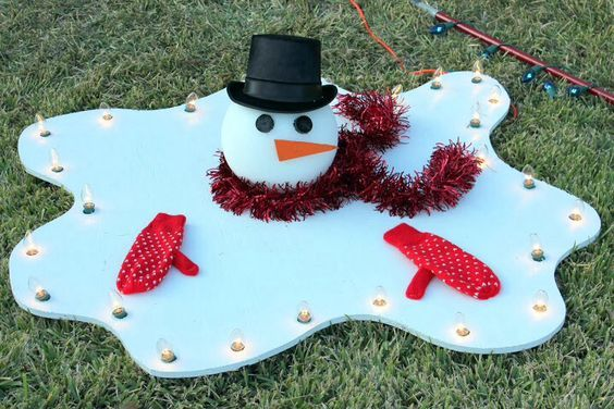 Easy to Make Outdoor Christmas Decorations on a Budget – Melted Snowman #outdoorchristmasdecorations