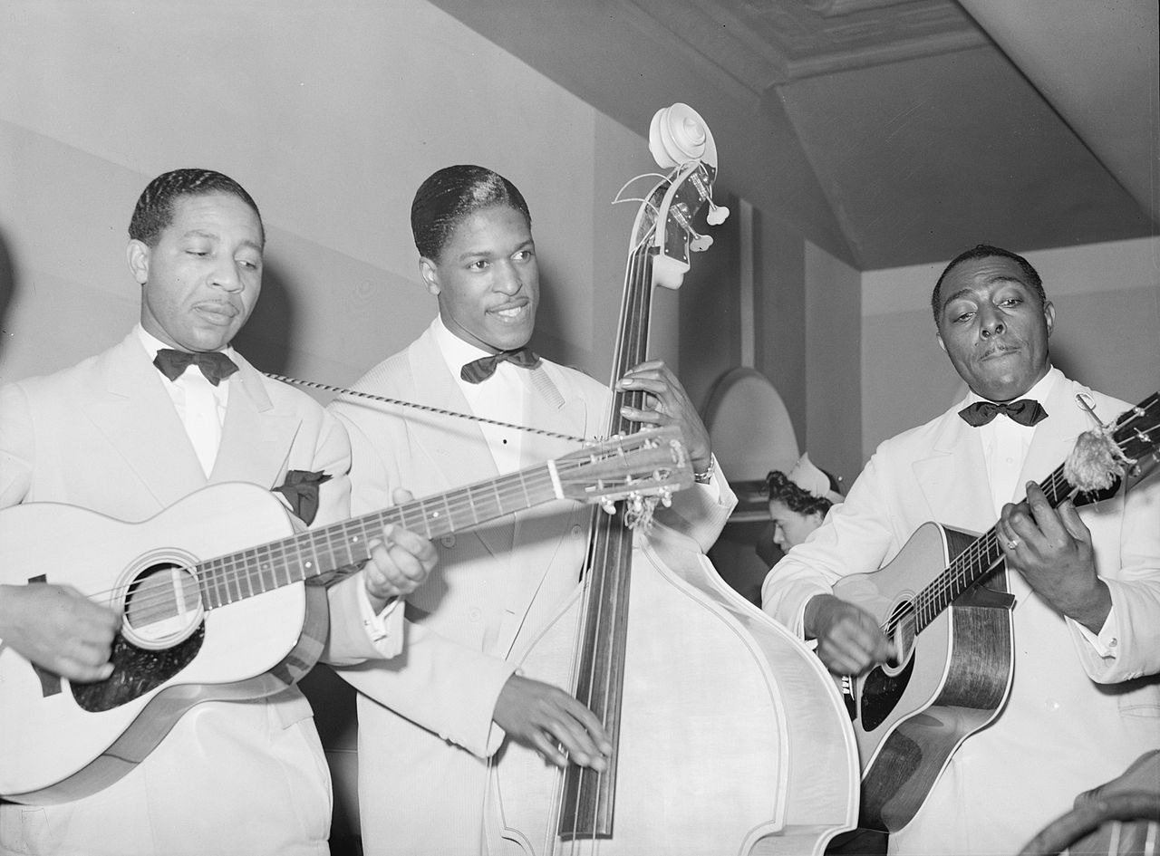 Lonnie Johnson (left) in 1941. Photo by Russell Lee (Library of Congress