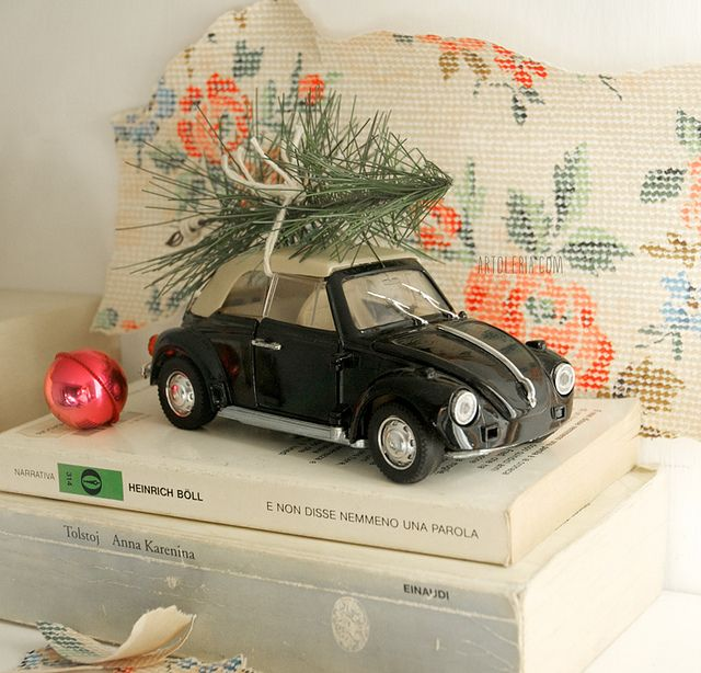 vintage car and the Christmas tree by Artoleria, via Flickr Maggiolino di Natale  #home decor