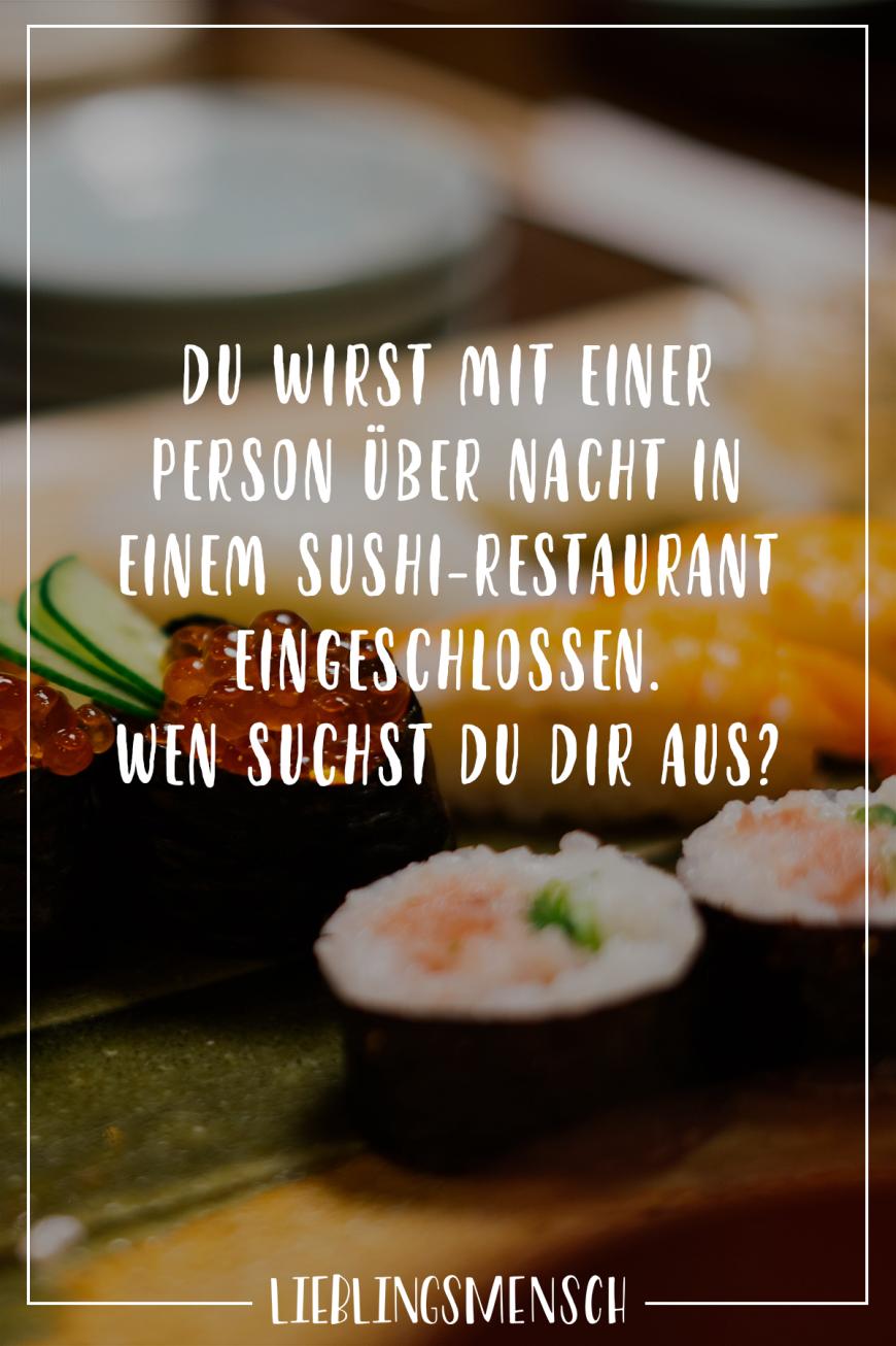 Du wirst mit einer Person über Nacht in einem Sushi Restaurant