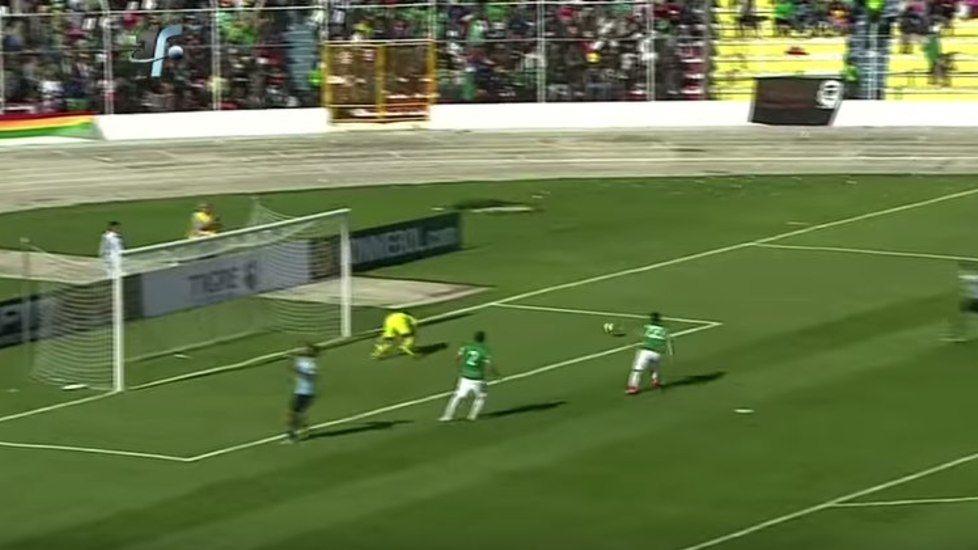 FOTOSEQUENZA Il gol di Caceres alla Bolivia - Tuttosport