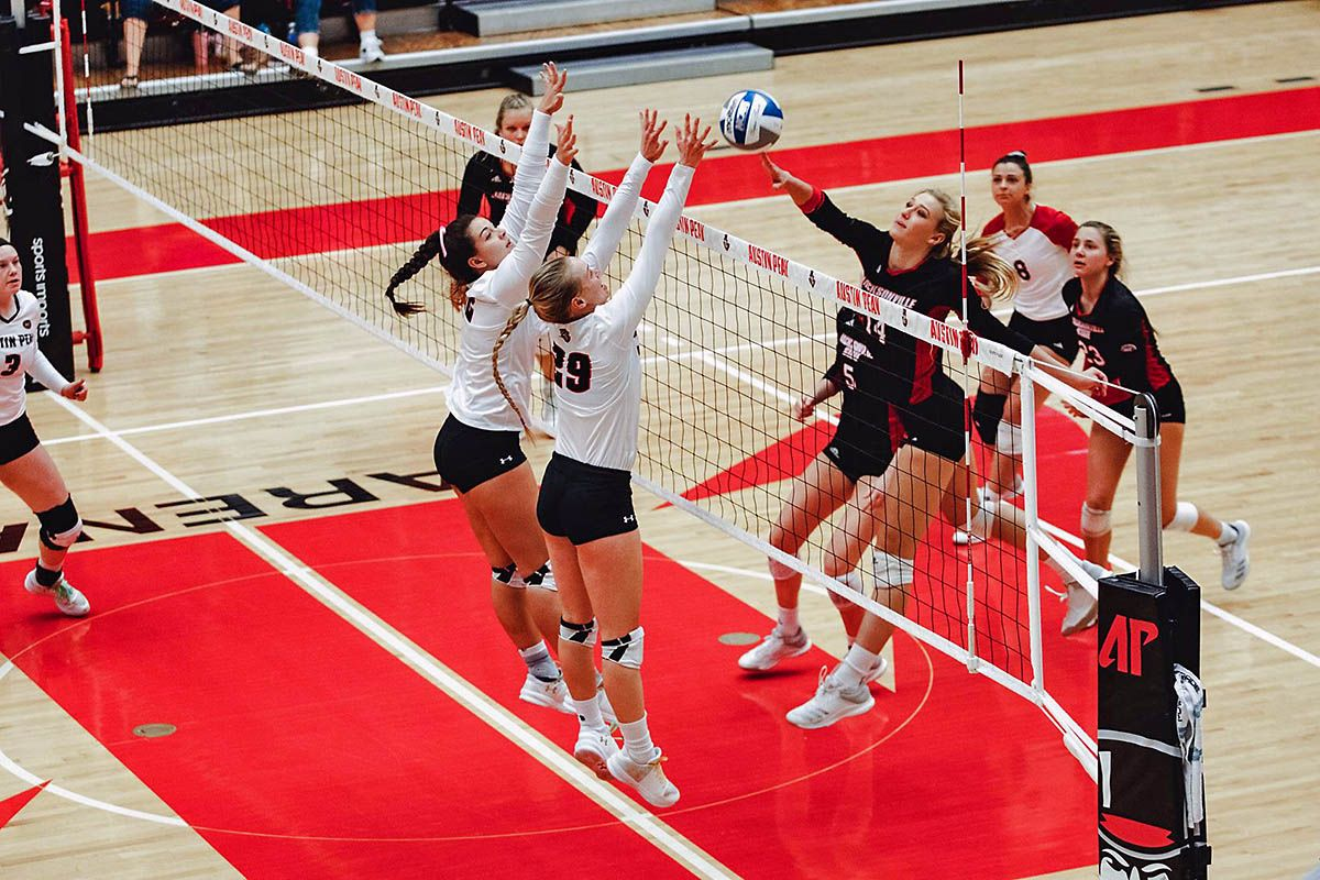 Apsu Volleyball Gets Four Set Win Over Jacksonville State At Dunn Center Jacksonville State Volleyball Jacksonville