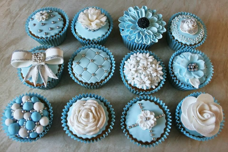 Icey blue matching cupcakes