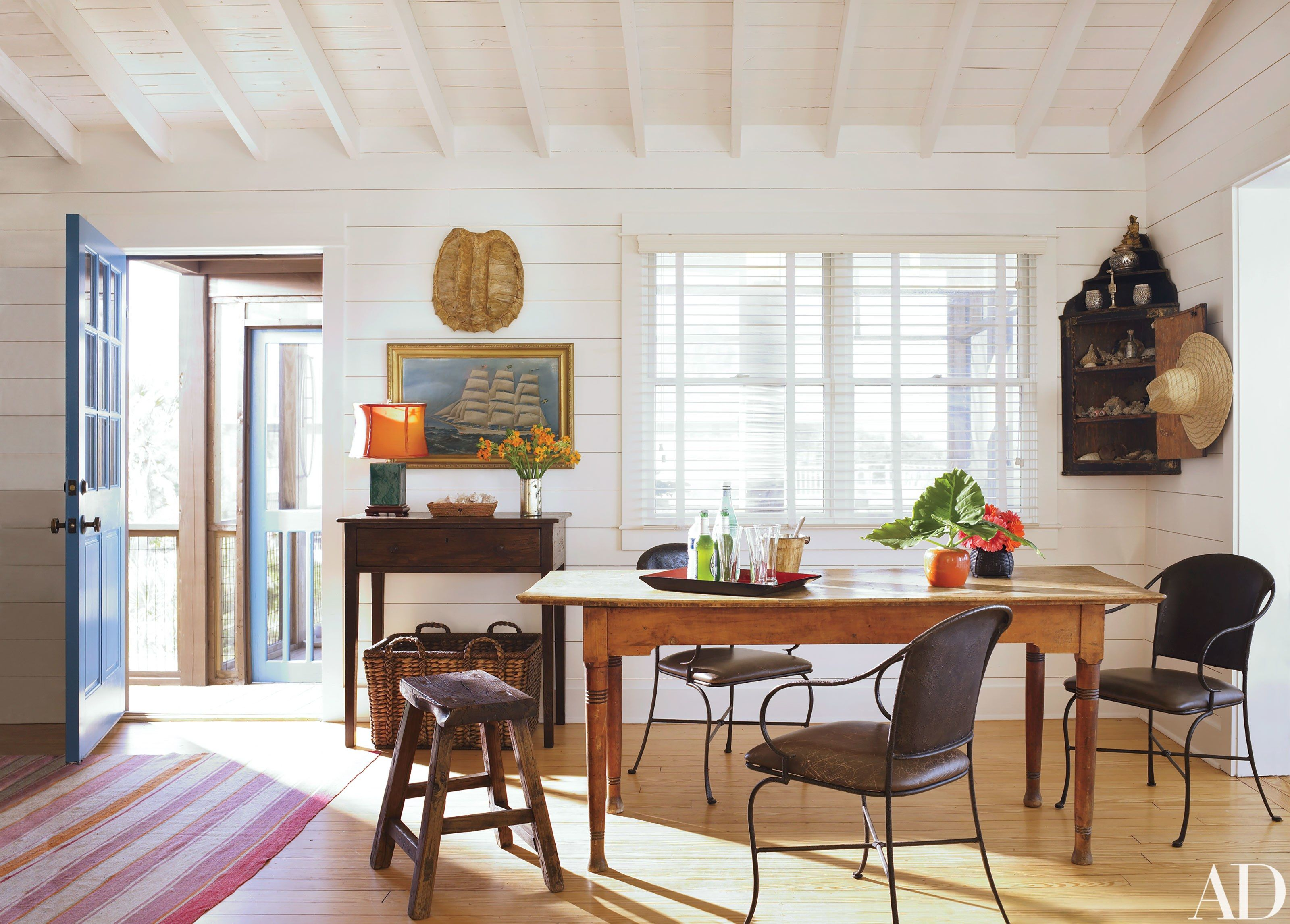 See How Amelia Handegan Renovated a 1940s Oceanfront Retreat in ...